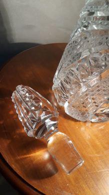 carafe cristal et bouchon  taillee et cisele