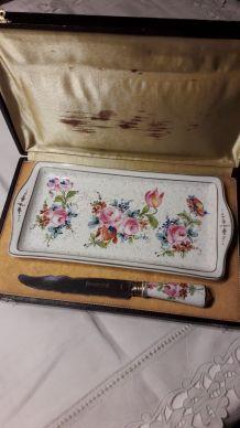 Plat à cake ancien en porcelaine et couteau