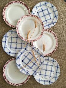 Ensemble assiettes plates style bistrot.
