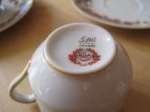 3 petites tasses a café en porcelaine tres fine  de Limoges