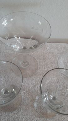 Lot de verres anciens en cristal fin ciselé