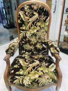 Banquette et chaises voltaires