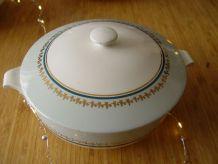 Soupière ou légumier ancien en porcelaine