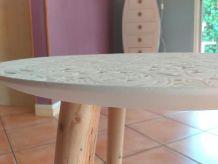 Table basse ronde beau motif en creux