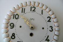 Horloge murale en porcelaine marque SMI vintage dorures