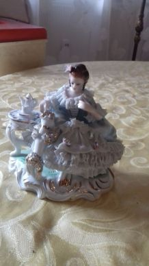 Belle marquise en porcelaine du japon
