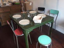 Table à manger vintage en bois peint
