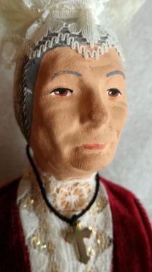 Ancien santon La brodeuse estampillé La Santonnerie