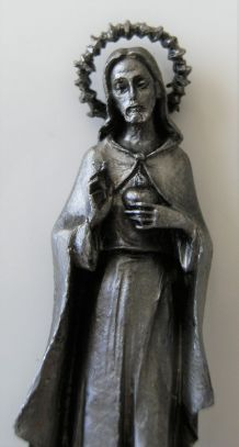 Statuette jésus auréolé en étain ciselé main signé