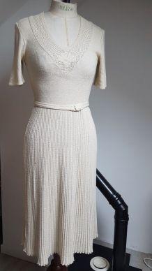 robe vintage beige pale