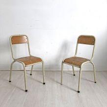 Paire de chaises d'école d'enfants