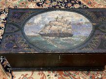 Coffre du XIXème en sapin, avec sa peinture marine d'origine