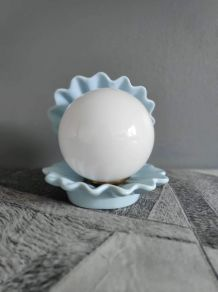 lampe coquille céramique bleu clair et globe opaline
