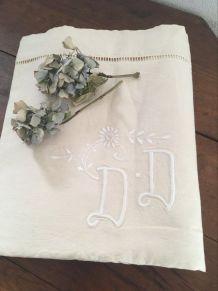 Drap en coton métis monogrammé D D .