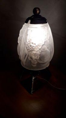 lampe a poser   obus verre moulè signe muller et frere  lune