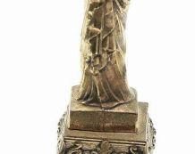 statue notre dame de Paris