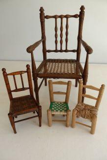 Ensemble fauteuil et chaises de poupée anciens