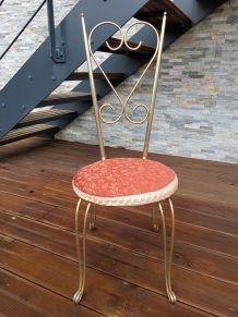 chaise Alice au pays des merveilles ( forme de cœur )