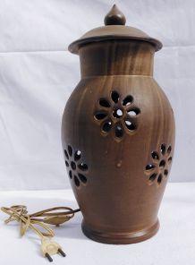 Lampe en terre cuite ajourée
