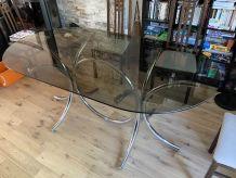Table ovale en verre fumé, pieds inox, style années 70
