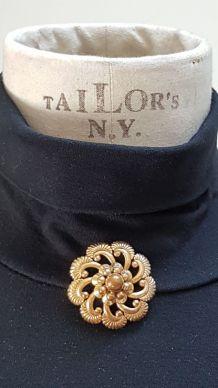 broche vintage couleur doré signé GL