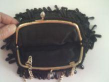 Sac à main noir avec des perles