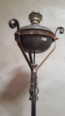 pied de lampadaire ancien  a petrole converti en electrique,