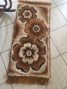 Petit tapis vintage en laine.