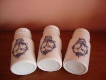 Série de 3 pots d'apothicaire en opaline