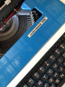 Machine à écrire Undrwood 315