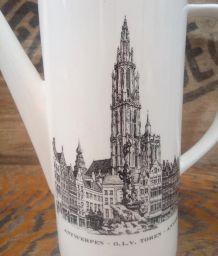 Jolie cafetière en faïence (Bruxelles et Anvers)