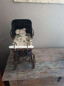 Ancien Landau de poupée pour votre deco intérieur Vintage