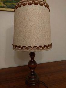 Lampe avec pied en bois