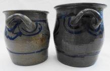 Paire de pots en grès gris et bleu marine