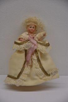 petites poupées anciennes
