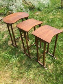 Tables gigognes anciennes en bois vintage