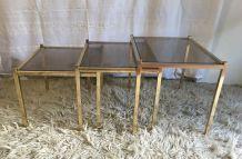 Tables basses gigognes en métal doré – années 70