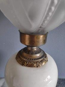 lampe ancienne, pied céramique blanche avec fleurs et laiton