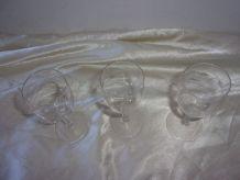 3 verres à liqueur en cristal gravé