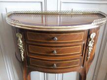 Petit meuble 1/2 lune marqueté. Style Louis XV