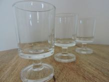 6 verres à liqueur sur pieds