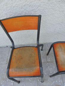 Chaises d'écolier anciennes estampillées