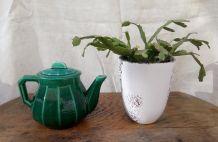 Ancienne théière de bistrot en céramique verte