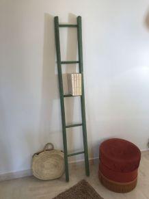 Ancienne petite échelle verte vintage