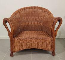 Grand fauteuil rotin accoudoirs bois col de cygne