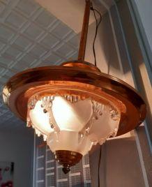 suspension art deco ezan cuivre et verre moulé  hauteur 50cm