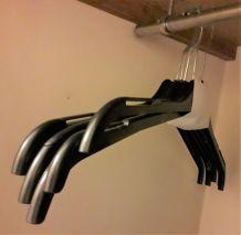 Lot de 5 Cintres classique plastique noir 46 cm