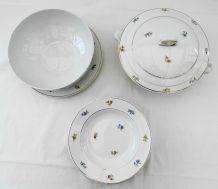 Service en porcelaine opaque vintage