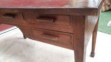bureau de style brualiste 5 tiroirs   ligne tres epurer 68x1