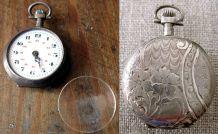 petite montre à gousset de femme en métal argenté poinçonné